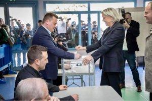 Alegeri prezidenţiale Franţa: Emmanuel Macron şi Marine Le Pen, pe primele locuri în exit-poll-uri