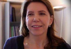 Preşedintele francez a numit o femeie diplomat cu o carieră de 37 de ani în funcţia de ambasador în România - VIDEO
