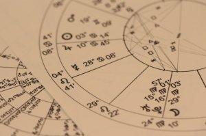 Horoscopul zilei - 27 aprilie. Zodia căreia azi i se aliniază toate planetele