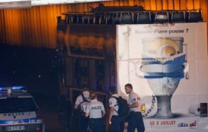 Autobuz cu turişti, blocat într-un tunel în Paris. Cel puţin patru răniţi - VIDEO