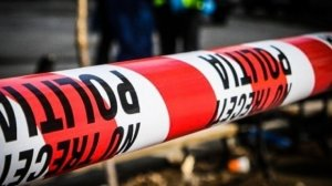 Circulație blocată în zona Sisești din Capitală. O mașină a intrat într-o țeavă cu gaze, iar două persoane au fost rănite