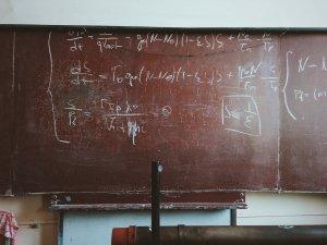 Caz bizar într-o școală din Constanța. Ce făcea o profesoară în timpul orelor de curs