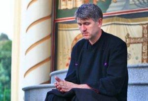 Arhiepiscopia Alba Iulia: Cristian Pomohaci a depus cerere de retragere temporară din preoţie, pe motive medicale