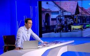 """Trei Lamborghini în coloană după un tractor într-un sat din România. Mircea Badea: """"Această secvență e îmbinarea perfectă de ev mediu cu modernitate opulentă"""""""