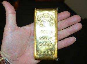 Un german a uitat o servietă cu 3.500 de euro și 22 de lingouri de aur sub un copac. Ce s-a întâmplat cu mica avere