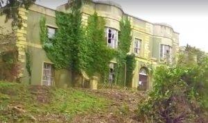 """Se plimbau printr-o pădure când au dat peste o casă abandonată. Arăta ca un castel părăsit. Când au intrat înăuntru au avut un adevărat șoc. """"Nu se poate așa ceva!"""" (GALERIE FOTO+VIDEO)"""