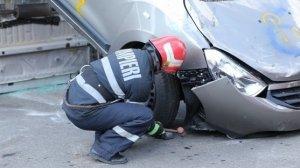 Accident grav în județul Prahova. Cinci oameni au fost răniţi, după ce maşina în care se aflau s-a izbit de un cap de pod