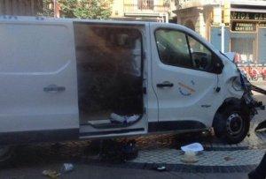 Autorul atacului din Barcelona este în continuare căutat de polițiști