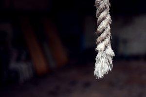 Tragedie în Vaslui! Un copil de 13 ani și-a găsit mama spânzurată