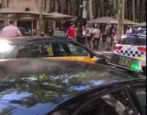 Alertă la Barcelona. A fost găsit un colet suspect într-un autobuz