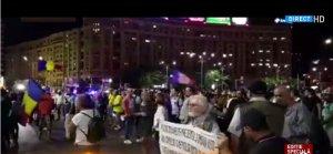 Un grup de protestatari a blocat circulația în Piața Victoriei - FOTO și VIDEO
