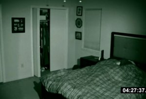 Iubita lui se trezea în fiecare noapte, la 4:27! A montat o cameră ascunsă pentru a afla motivul. Când a văzut imaginile, a chemat urgent Poliția - VIDEO