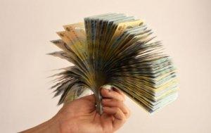 O femeie din Craiova a fugit în Grecia cu banii de întreţinere