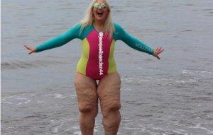 Și-a pus costumul de baie și a ieșit pe plajă. Oamenii au început să râdă și să-și bată joc de ea. Reacția femeii le-a șters zâmbetul de pe buze
