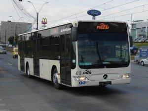 """În autobuz, un tip vorbea la telefon. """"Da, da, sunt cu treabă prin Pantelimon"""". Bătrâna de lângă el nu s-a putut abține. Ce a spus în gura mare a făcut pe toată lumea să râdă"""