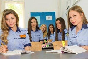 Mai multe românce vor putea să devină polițiste. Ce ne obligă UE
