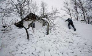 Ninsoare puternică și viscol în România. Locul în care zăpada măsoară jumătate de metru