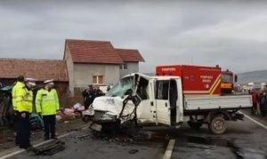 Accident grav în județul Sibiu. Un microbuz cu persoane s-a răsturnat pe marginea şoselei: mai multe victime