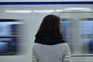 """Alina a fost împinsă pe şinele de metrou și a murit. """"Era frumoasă ca o actriță. Plecase de sărăcie de acasă"""""""