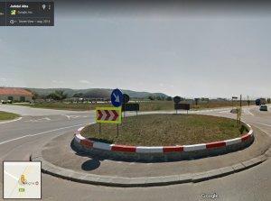 Camerele Google Street au surprins două prostituate într-o parcare din Alba Iulia, la treabă. Ce detalii apar în imagine