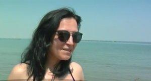 Cum a fost surprinsă o tânără la malul mării duminică. Toți cei care erau pe plajă au scos telefoanele să filmeze