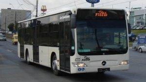Era în autobuzul 131, la Piața Romană, când a auzit o domnișoară vorbind la telefon. Când și-a dat seama cu cine vorbește tânăra, a încremenit