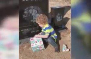 Soțul ei a murit într-un accident de mașină. După opt luni, a găsit o cutie misterioasă pemormântul lui. Ce a urmat apoi este incredibil