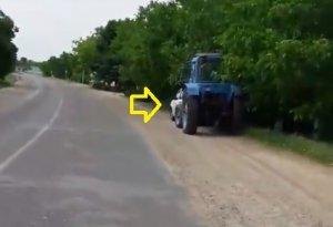 Un șofer moldovean a observat o mașină neinscripționată a Poliției, care vâna vitezomani. E incredibil ce decizie a luat. Tot internetul l-a aplaudat - VIDEO