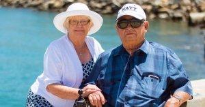 După 40 de ani, doi bătrânei au decis să divorțeze pentru că nu mai reușeau să se înțeleagă. Seara, bărbatul se gândea la soția sa și a înțeles totul. A pus mâna pe telefon și a sunat-o, dar nu i-a răspuns. A doua zi…