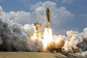 Vrei să zbori în spațiu? Cât costă un bilet la compania fondatorului Amazon, Jeff Bezos