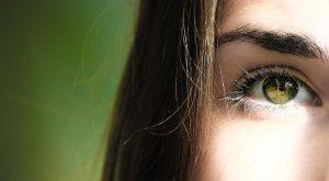 """Scenariul de coșmar prin care a trecut o femeie de 42 de ani: ce i-au găsit oftalmologii în ochi! Este un caz unic! """"A stat acolo în ultimii 28 de ani!"""""""