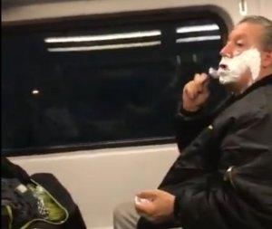 Au observat un bărbat care a început să se bărbierească în tren. Toți l-au criticat pentru gestul său. Când i-au aflat adevărata poveste, au murit de rușine (VIDEO)