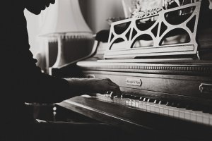 Ce beneficii au lectiile de pian pentru copii