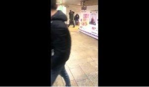 Veronica era în pasajul de la metrou, la Piața Unirii, când a văzut ceva cu totul ciudat. A scos telefonul și a înregistrat totul. Cine era bărbatul (VIDEO)