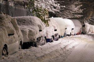 Era cod galben de ninsori în țară, așa că își lăsase mașina în parcare preț de câteva zile. Când s-a dus să o ia, a dat peste un bilet. Nu i-a venit să creadă ce a citit! A făcut imediat o poză și a distribuit-o pe Facebook (FOTO)
