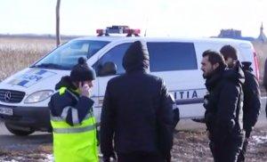 Execuţie în stil mafiot în Vrancea. Un bărbat a fost găsit împuşcat mortal într-o maşină lovită! Primele imagini de la locul crimei - VIDEO
