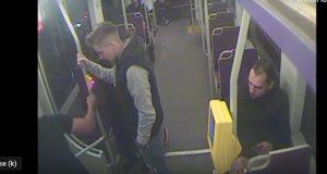 Era într-un tramvai din Timișoara, când a zărit un bărbat și o tânără. Când și-a dat seama ce face bărbatul, a întors capul de jenă. Nici acasă, în dormitor nu se face așa ceva. Totul a fost însă filmat VIDEO