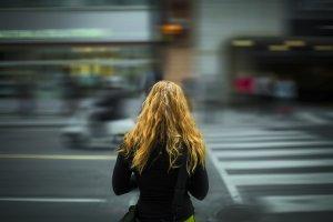 """Mergea pe o stradă din Vaslui, când a văzut ceva incredibil pe bordură. """"Îți dau lacrimile nu alta"""" (FOTO)"""