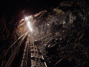 """În 1986, un miner săpa în subteran la Ocnele Mari în schimbul de noapte. A avut loc o surpare, iar din andâncuri și-a făcut apariția un cadavru, aproape perfect conservat. Când s-a uitat mai bine, omul a încremenit. """"Era chiar el"""""""