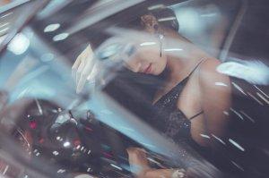 Un șofer din Focșani a văzut o tânără pe stradă și a oprit să o ia. Cei doi s-au încins și au făcut dragoste pasională în mașină. S-au despărțit, dar, în scurt timp, bărbatul a realizat cine era femeia