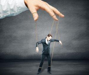 HOROSCOP. De cine ești manipulat? Bani, dragoste sau prieteni?