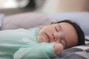 Bebelușul a murit sub ochii neputincioși ai mamei sale. Greșeala fatală făcută de femeia din județul Iași în timp ce îl hrănea