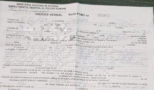 """Un șofer a fost oprit de poliție și amendat imediat. Când a văzut ce scrie pe amendă, șoferul a încremenit: """"Nu există așa ceva în legea rutieră!"""""""
