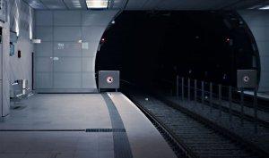 Imagini șocante! De ce a putut fi capabilă o tânără pentru a nu pierde trenul (VIDEO)