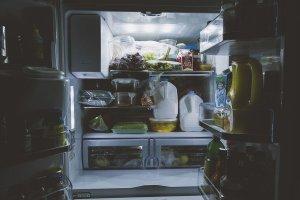 Descoperire uluitoare într-un supermarket! Un cadavru a stat ascuns în spatele unui frigider timp de un deceniu
