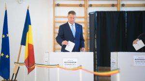 Klaus Iohannis a promulgat legea privind votul anticipat şi prin corespondenţă pentru românii din străinătate