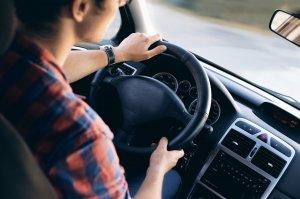 Adolescent de 16 ani, prins la volanul unei mașini! Consumase băuturi alcoolice și avea o viteză uriașă