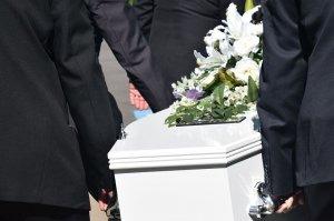 """O familie și-a îngropat fiul de 17 ani, dar au vrut să-l dezgroape pentru o altă autopsie. Când au ridicat capacul sicriului au înlemnit: """"Doamne, Dumnezeule!"""""""