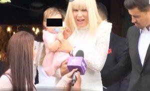 Cât a costat rochia purtată de Elena Udrea la botezul fiicei. I-a scos în evidenţă bustul generos