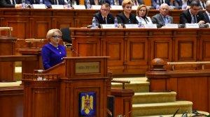 În plină criză politică, România este ţara proiectelor blocate. Executivul are atribuţii limitate